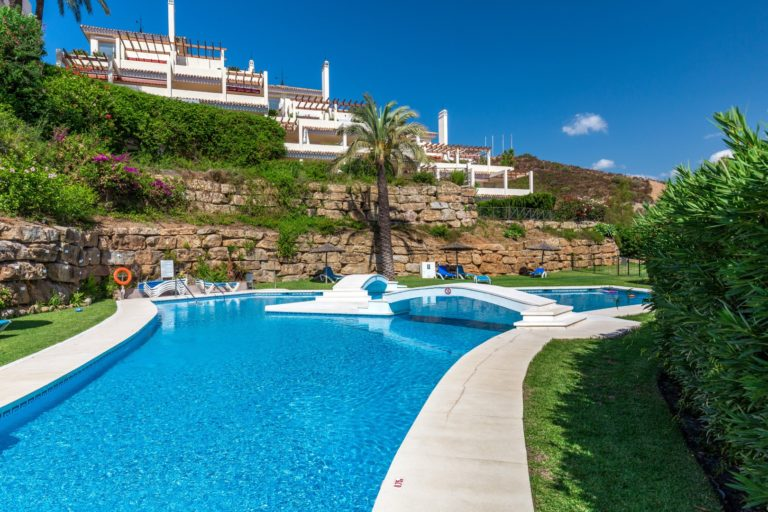 Buy a property in Palacetes Los Belvederes